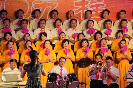 图为县交通运输局代表队在演唱