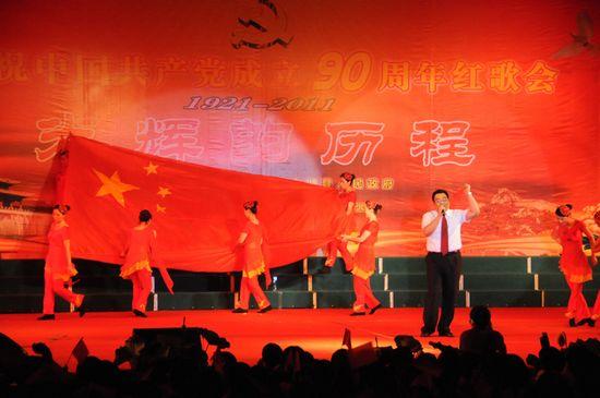 图为县供电公司代表队在表演
